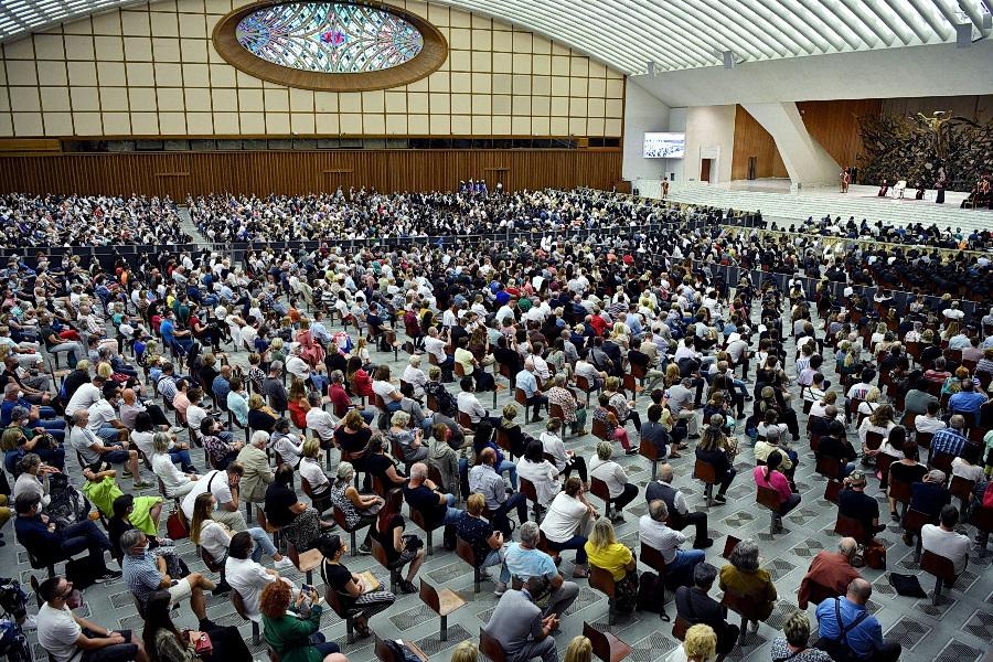 """Papa lamenta esquecimento de Deus na Europa, criticando """"consumismo"""" e """"pensamento único"""""""