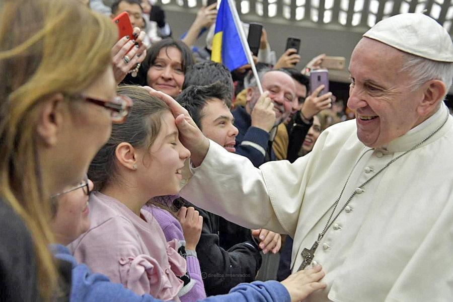 """Abusos de menores em França: Papa fala em momento de """"vergonha"""""""